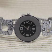 供应镜面手表石英表手链表时装表休闲表