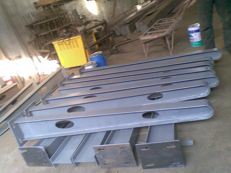 济南宾鸿钢结构有限公司哪里有加工雨棚钢梁产品 雨棚钢梁定制