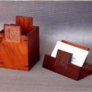 思享大师红木名片座和红木笔筒套装图片