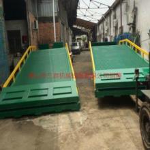 供应广东惠州移动式液压手动登车桥订购,找佛山三良机械生产厂家