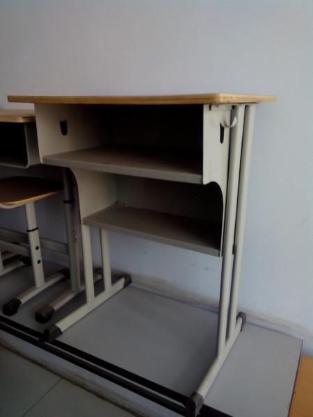 郑州钢木质学生课桌椅图片