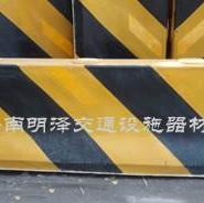 交通道路水泥隔离墩图片