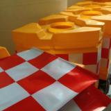供应角形防撞墩滚塑超重超强船形防撞墩反光贴片防撞船形墩(一头二尾)