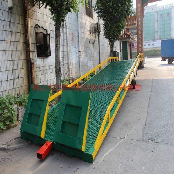 供应江门集装箱移动式登车桥订购批发价格优惠便宜,集装箱装卸平台厂家
