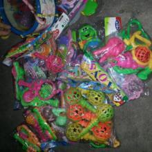 供应澄海A类库存摇铃玩具称斤批发澄海最大按吨批发玩具供货商批发