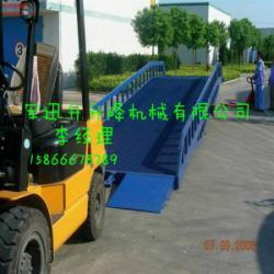 供應8噸移動式登車橋::叉車大量裝卸的過車橋板::最好的液壓裝卸平台