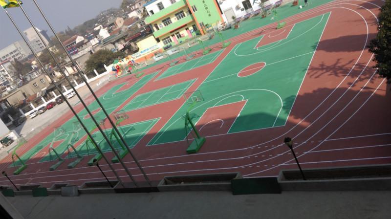 供应羽毛球场刷地坪漆、幼儿园操场刷漆好吗?室外篮球场地面材料