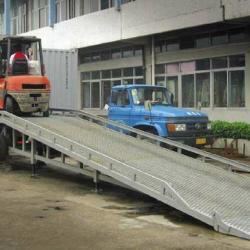供應移動式裝卸過橋机