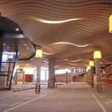 供应银川哪里有铝方通卖-银川铝方通厂家-木纹色弧形铝方通吊顶