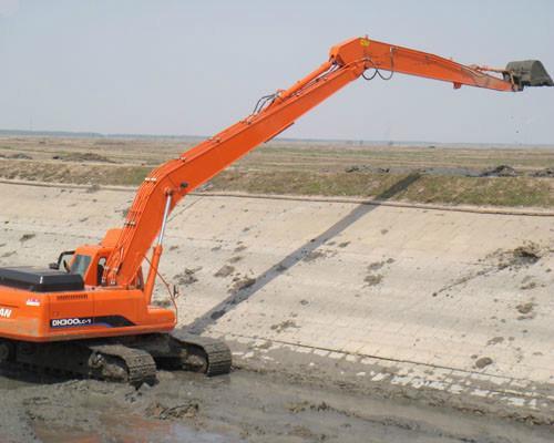 供应现代挖掘机加长臂18米现货