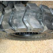 铲车轮胎1400-20图片