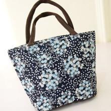 供应手提饭盒包手拎包防水包女包便当包可定制大小颜色花型