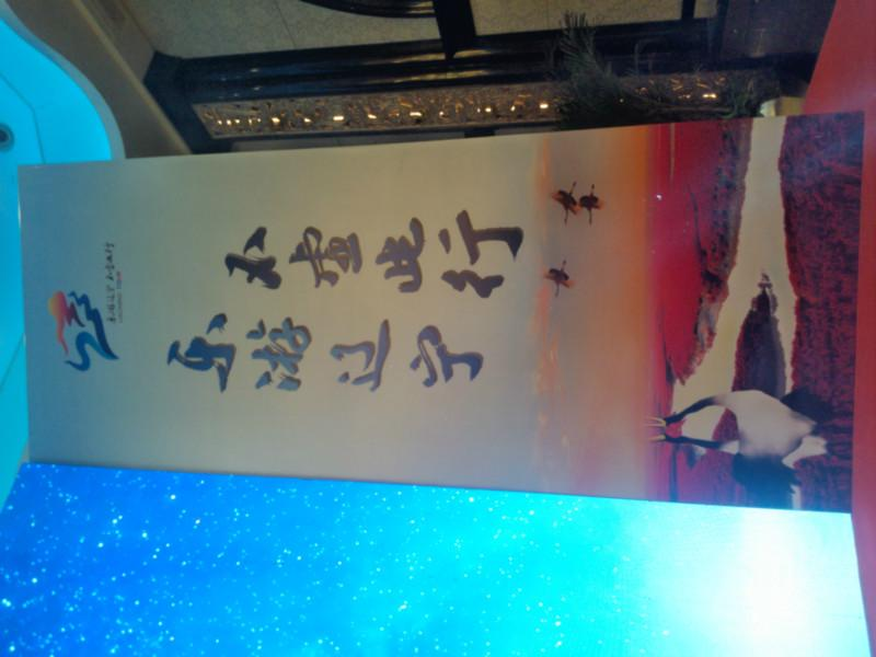 桁架背景板搭建写真布宝丽布喷绘图片