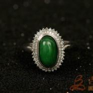 正阳绿白金翡翠镶嵌戒指图片
