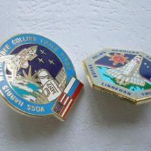 供应徽章胸针制作香港金属徽章定做徽章价格